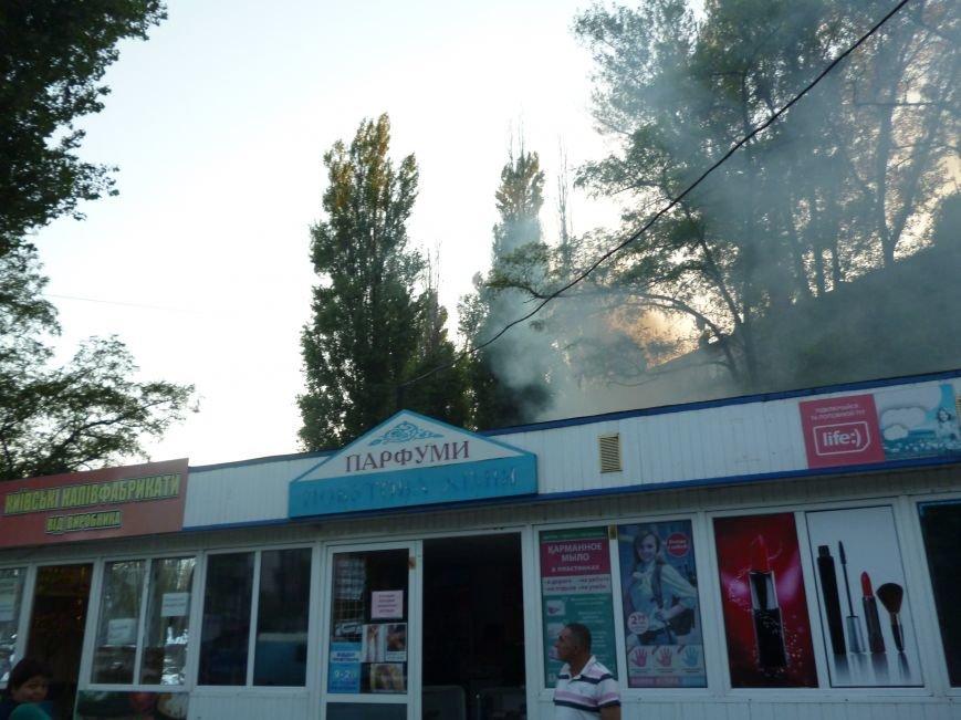 Криворожские предприниматели молча смотрели, как в полуметре от их ларьков неизвестные устроили пожар (ФОТО) (фото) - фото 2
