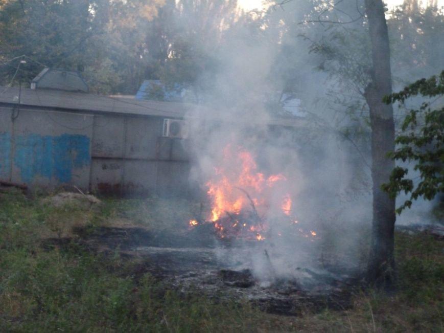 Криворожские предприниматели молча смотрели, как в полуметре от их ларьков неизвестные устроили пожар (ФОТО) (фото) - фото 5