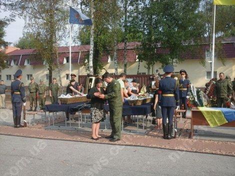 Под Киевом простились ещё с двумя погибшими от взрыва гранаты нацгвардейцами (ФОТО) (фото) - фото 4