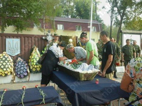 Под Киевом простились ещё с двумя погибшими от взрыва гранаты нацгвардейцами (ФОТО) (фото) - фото 3