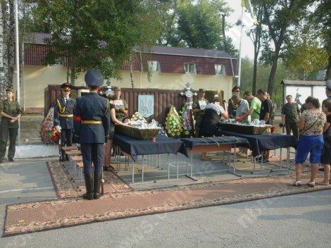 Под Киевом простились ещё с двумя погибшими от взрыва гранаты нацгвардейцами (ФОТО) (фото) - фото 2