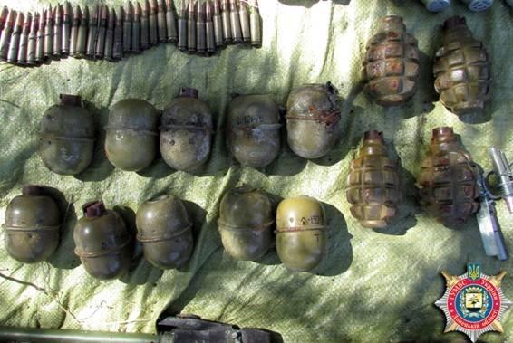 В Донецкой области нашли тайник с 2,5 тысячами патронов (ФОТО) (фото) - фото 1