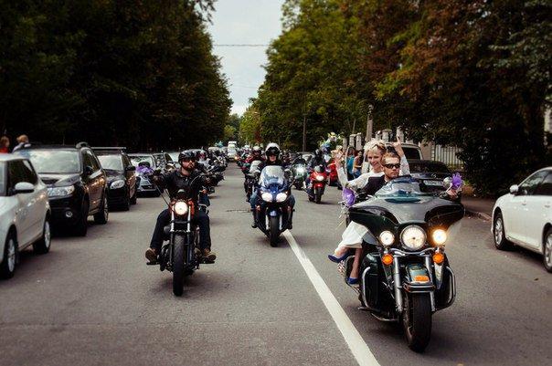 Гости Царского Села на выходных приняли участие в свадебной мотоколонне (фото) - фото 2