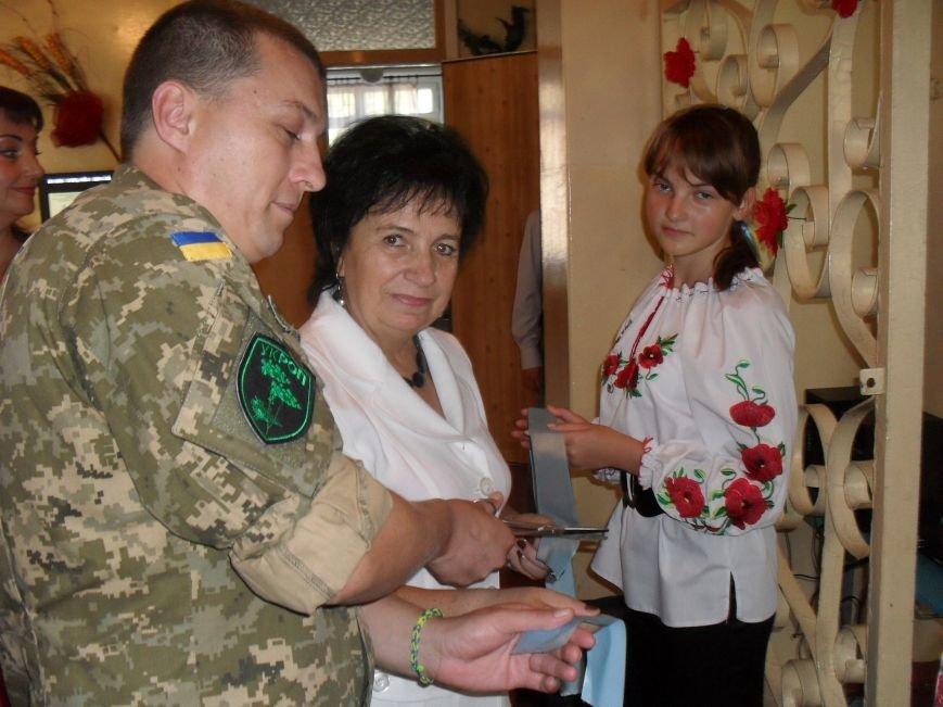 В школе №7 города Днепродзержинска создали уголок славы АТО (фото) - фото 8