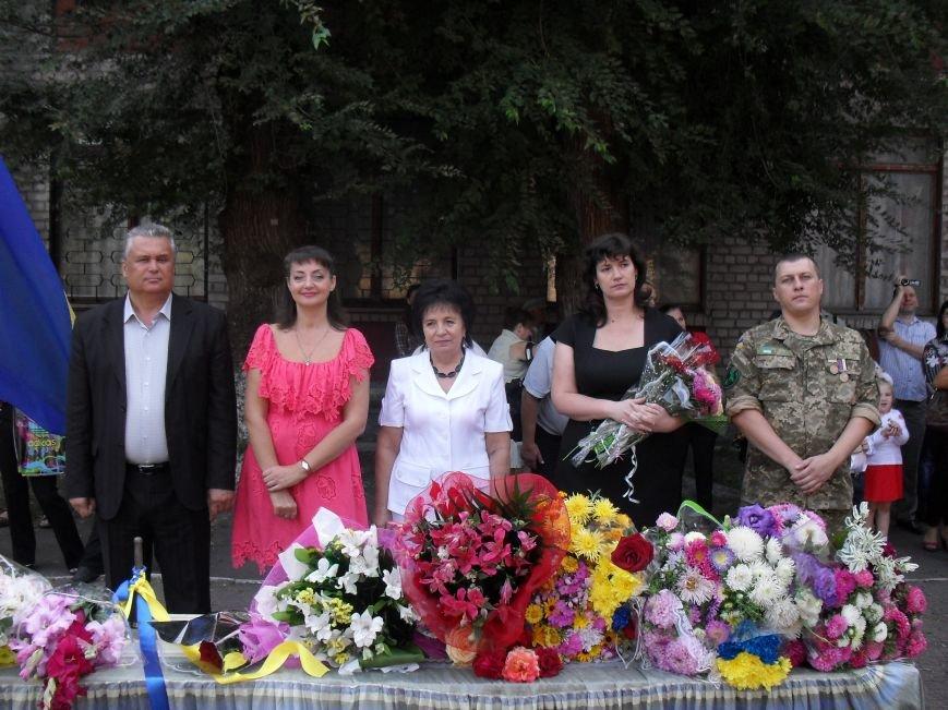 В школе №7 города Днепродзержинска создали уголок славы АТО (фото) - фото 6