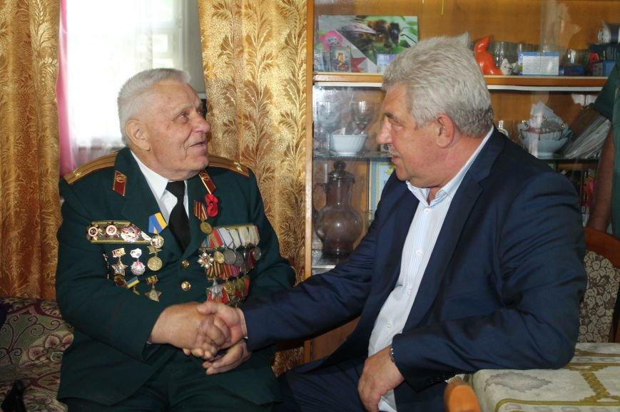 Артемовские ветераны получили помощь и подарки в честь праздника, фото-2