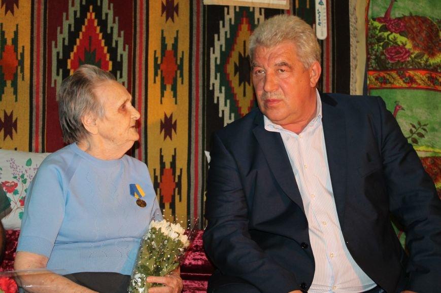 Артемовские ветераны получили помощь и подарки в честь праздника, фото-3
