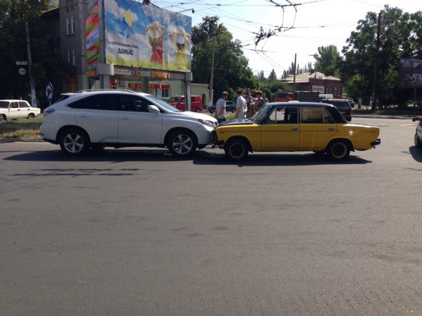 В центре Славянска ДТП по-Донецки (фото) - фото 1