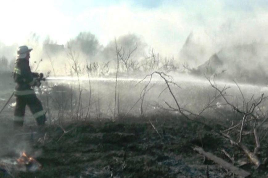 На Буковині пожежники продовжують гасити пожежі, спровоковані спалюванням сухої трави, фото-1