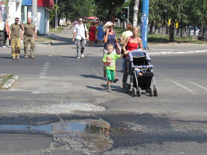 «Горводоканал» бросил силы на поиск тайного источника массовой утечки воды в центре Мариуполя (ФОТО), фото-2