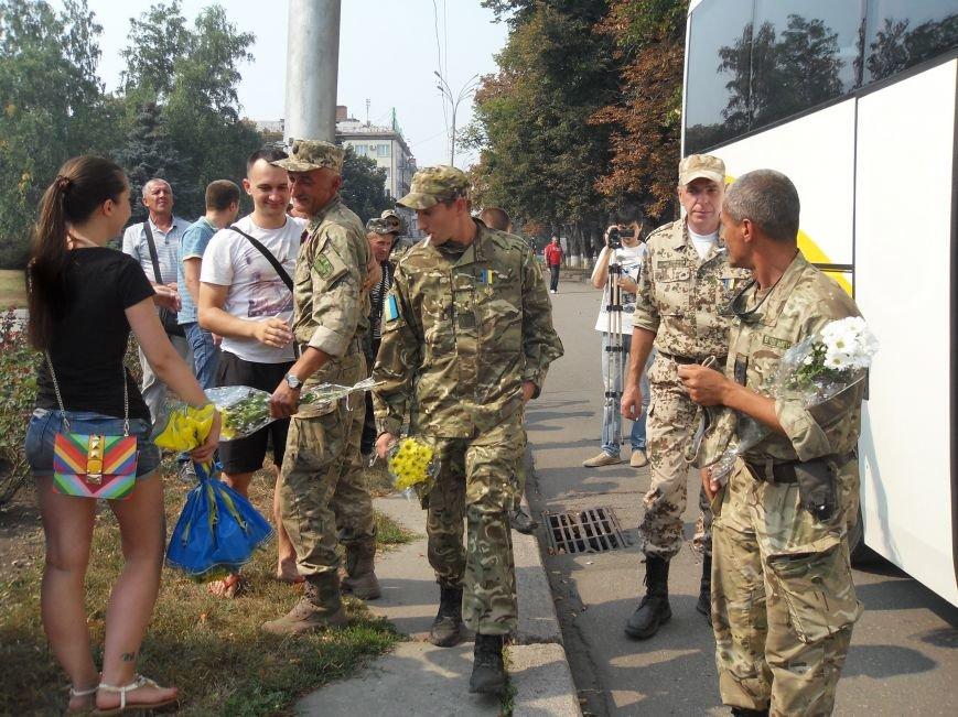 Полтава зустріла героїв, які 13 місяців захищали Україну на Донбасі. Фото (фото) - фото 1