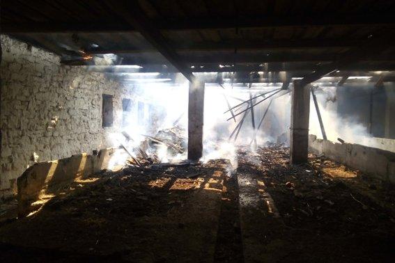 На Хмельниччині заледве не згоріла ферма, фото-1