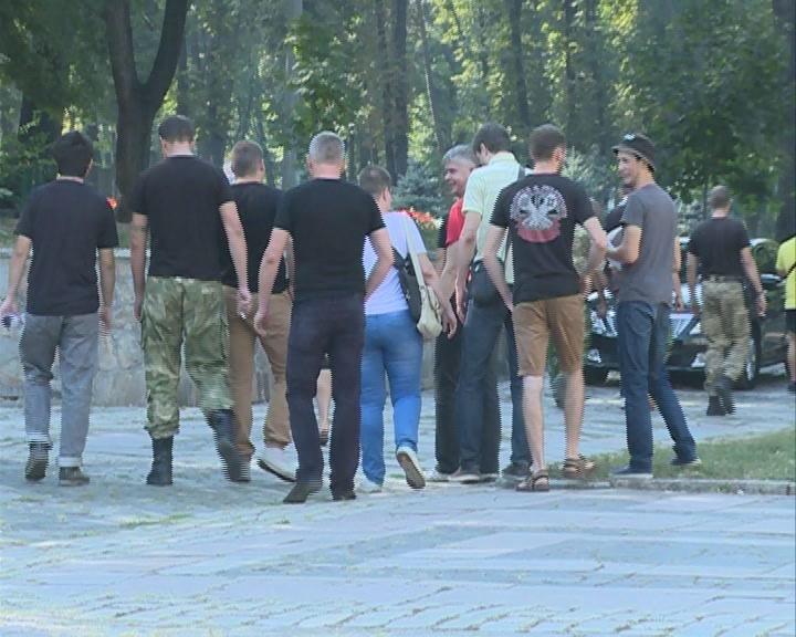 В Днепропетровске представители трех политпартий блокировали Дворец студентов (ФОТО), фото-3