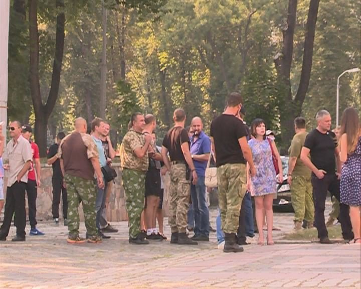 В Днепропетровске представители трех политпартий блокировали Дворец студентов (ФОТО), фото-4