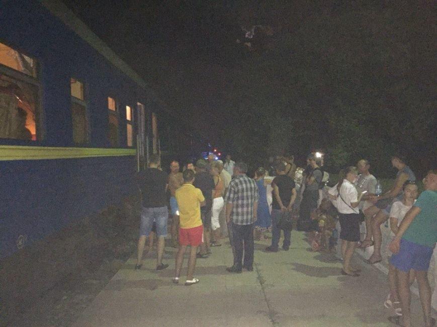 Поезд Запорожье-Одесса остановили из-за сигнала о минировании (ФОТО) (фото) - фото 1