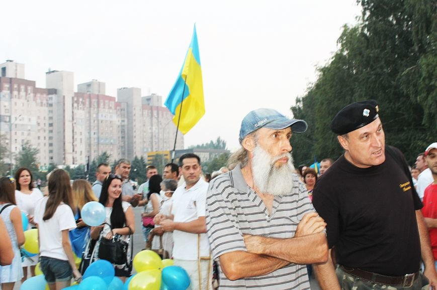 Мэру Кривого Рога Юрию Вилкулу, пришедшему на встречу бойцов 17-й танковой,  граждане скандировали  «Ганьба!» (ФОТО, ВИДЕО), фото-5