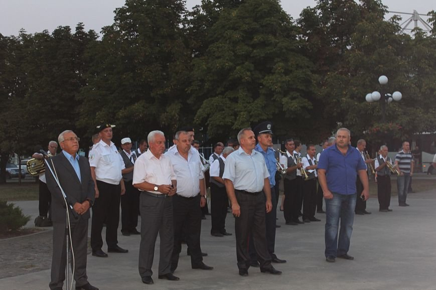 Мэру Кривого Рога Юрию Вилкулу, пришедшему на встречу бойцов 17-й танковой,  граждане скандировали  «Ганьба!» (ФОТО, ВИДЕО), фото-13