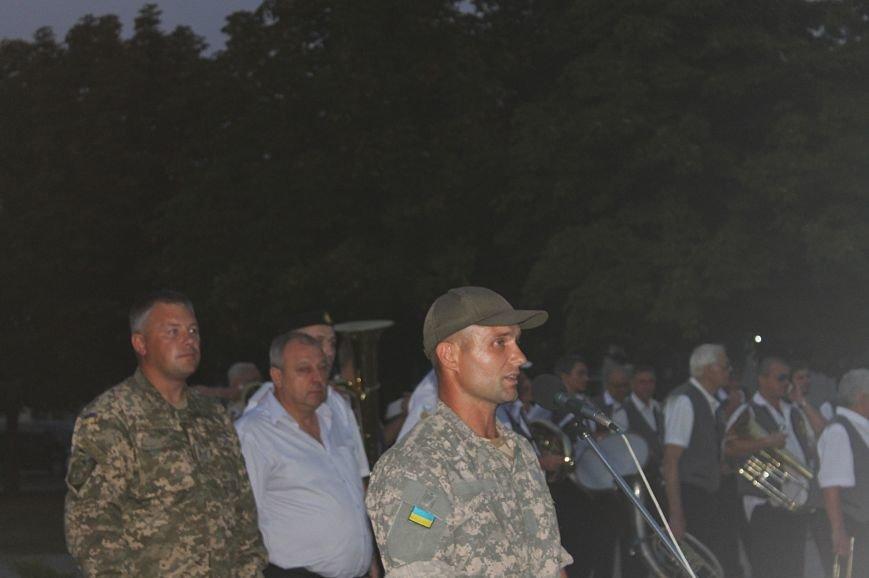 Мэру Кривого Рога Юрию Вилкулу, пришедшему на встречу бойцов 17-й танковой,  граждане скандировали  «Ганьба!» (ФОТО, ВИДЕО), фото-21