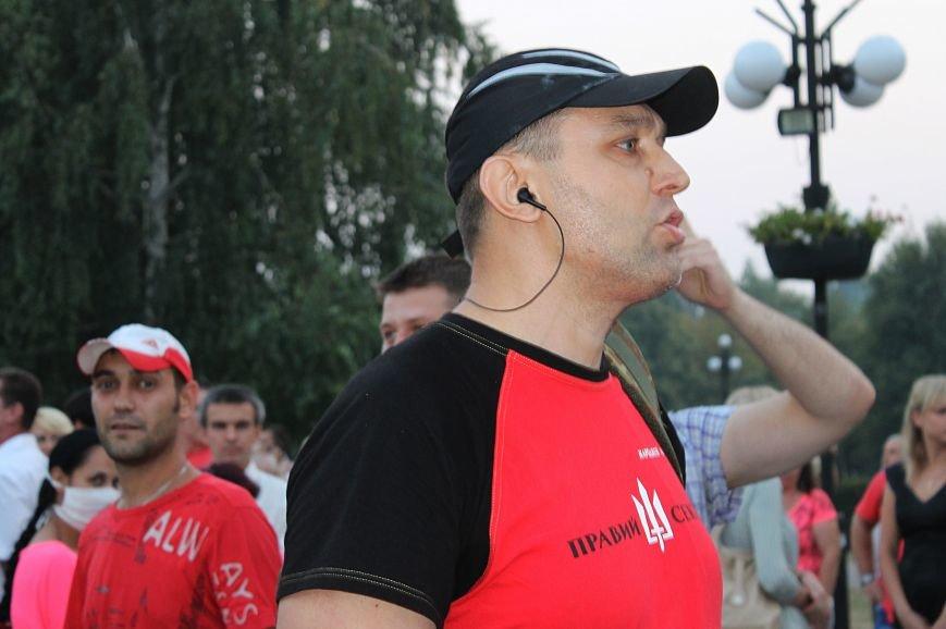 Мэру Кривого Рога Юрию Вилкулу, пришедшему на встречу бойцов 17-й танковой,  граждане скандировали  «Ганьба!» (ФОТО, ВИДЕО), фото-4