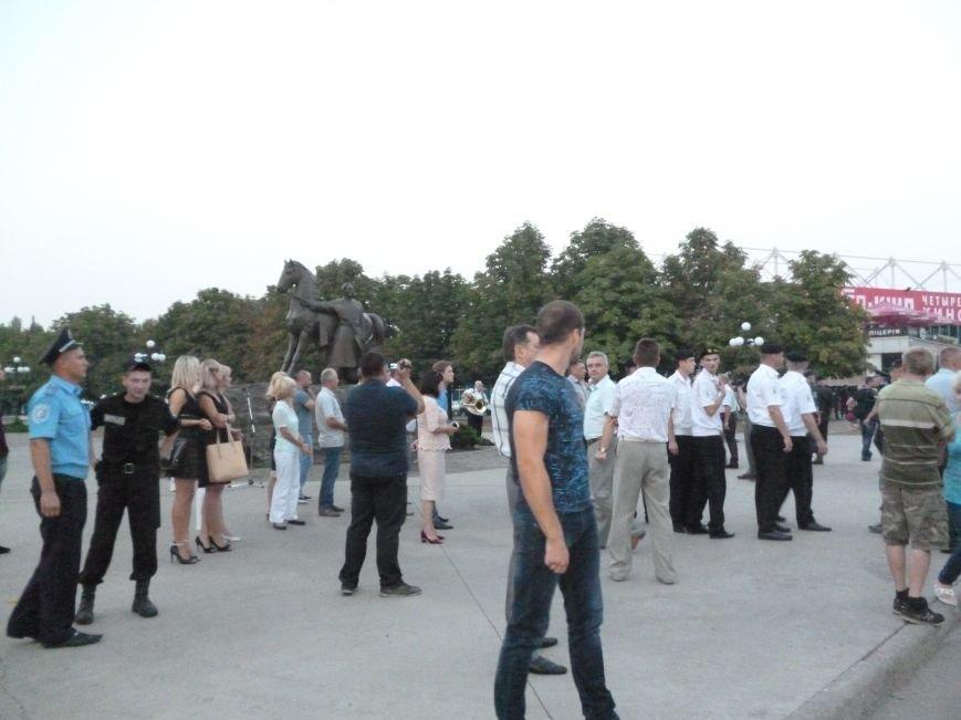 Криворожане встречали бойцов скандируя «Герої», а мэра Юрия Вилкула - «Ганьба!» (ФОТО, ВИДЕО) (фото) - фото 2