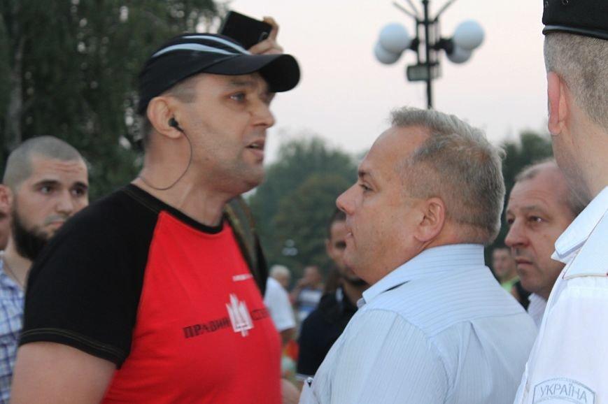 Мэру Кривого Рога Юрию Вилкулу, пришедшему на встречу бойцов 17-й танковой,  граждане скандировали  «Ганьба!» (ФОТО, ВИДЕО), фото-9