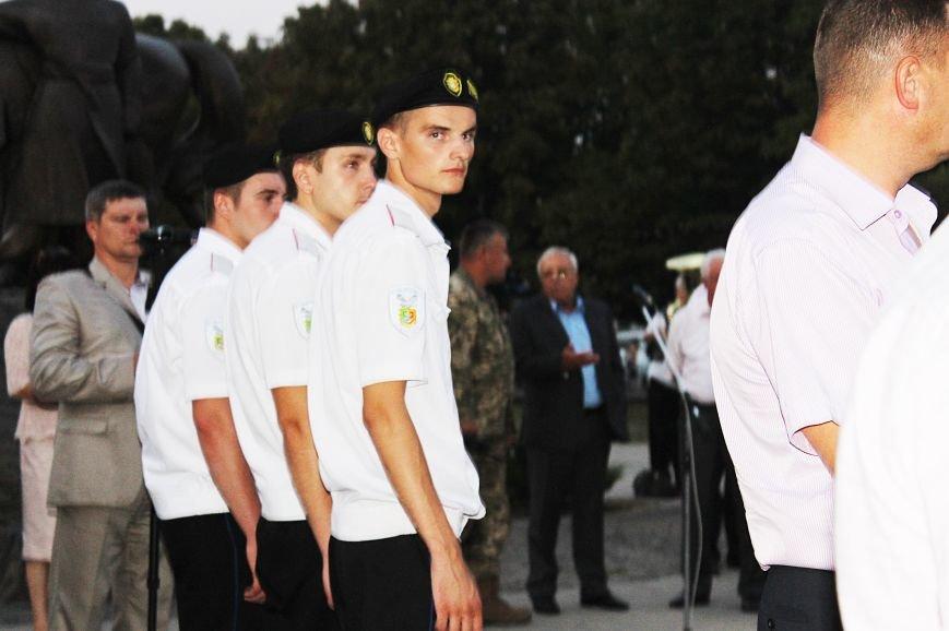 Мэру Кривого Рога Юрию Вилкулу, пришедшему на встречу бойцов 17-й танковой,  граждане скандировали  «Ганьба!» (ФОТО, ВИДЕО), фото-17