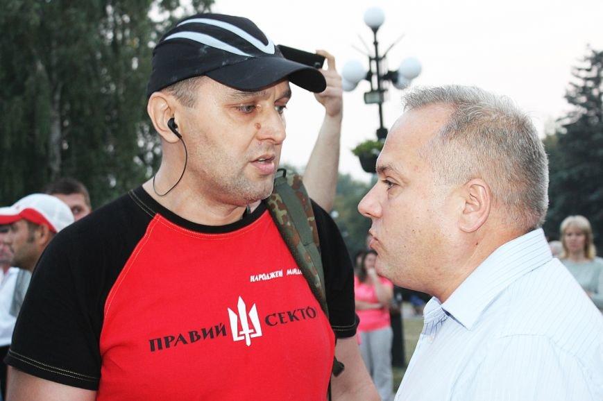 Мэру Кривого Рога Юрию Вилкулу, пришедшему на встречу бойцов 17-й танковой,  граждане скандировали  «Ганьба!» (ФОТО, ВИДЕО), фото-8