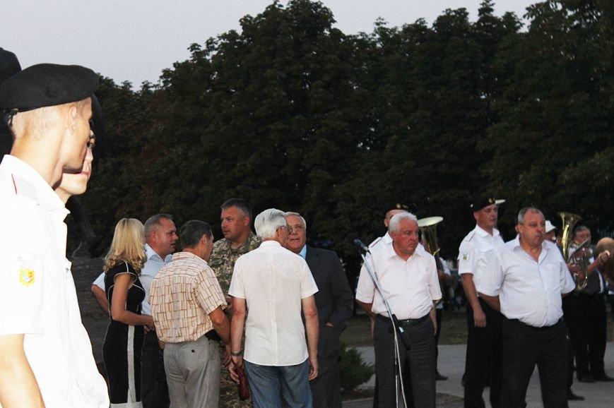Мэру Кривого Рога Юрию Вилкулу, пришедшему на встречу бойцов 17-й танковой,  граждане скандировали  «Ганьба!» (ФОТО, ВИДЕО), фото-18