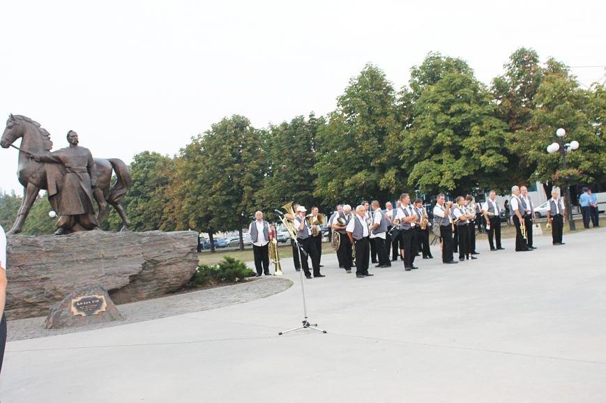 Мэру Кривого Рога Юрию Вилкулу, пришедшему на встречу бойцов 17-й танковой,  граждане скандировали  «Ганьба!» (ФОТО, ВИДЕО), фото-1