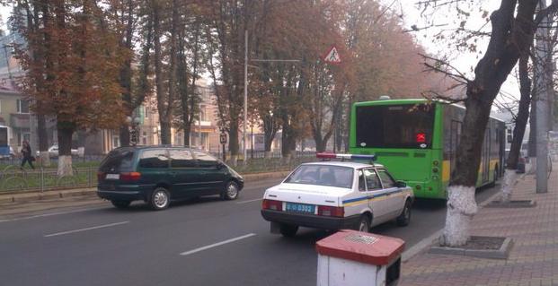 На Пирогова «Ауді» не розминулася з автобусом 25-го маршруту (фото) - фото 4