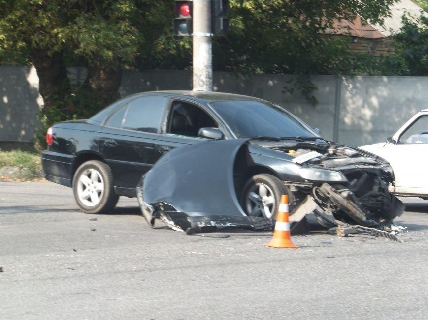 В Кировограде произошло ДТП - пассажирский микроавтобус vs. легковой автомобиль. ФОТО (фото) - фото 1