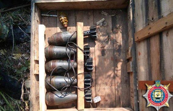 На трассе «Мариуполь - Славянск» обнаружен ящик с боеприпасами (ФОТО) (фото) - фото 1