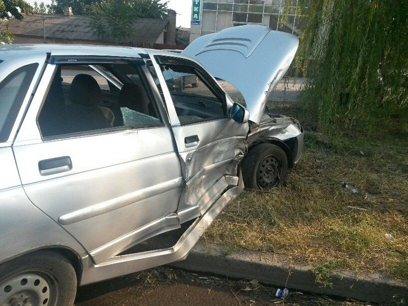 В Мариуполе «Лада» столкнулась с «Джили». Пострадала женщина (ФОТО), фото-1