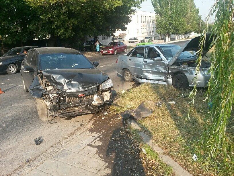 В Мариуполе «Лада» столкнулась с «Джили». Пострадала женщина (ФОТО), фото-3