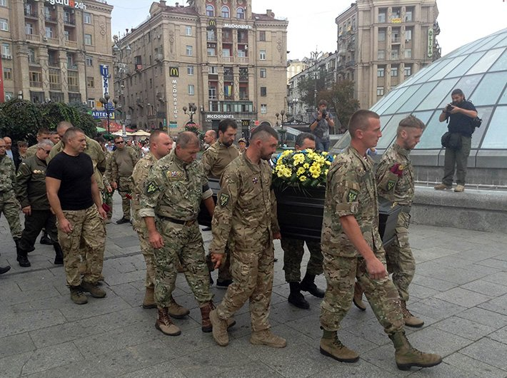 На Майдане простились с погибшим в АТО волонтёром Андреем Галущенко (ФОТО) (фото) - фото 4