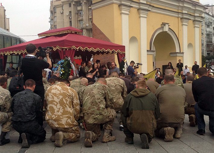 На Майдане простились с погибшим в АТО волонтёром Андреем Галущенко (ФОТО) (фото) - фото 2