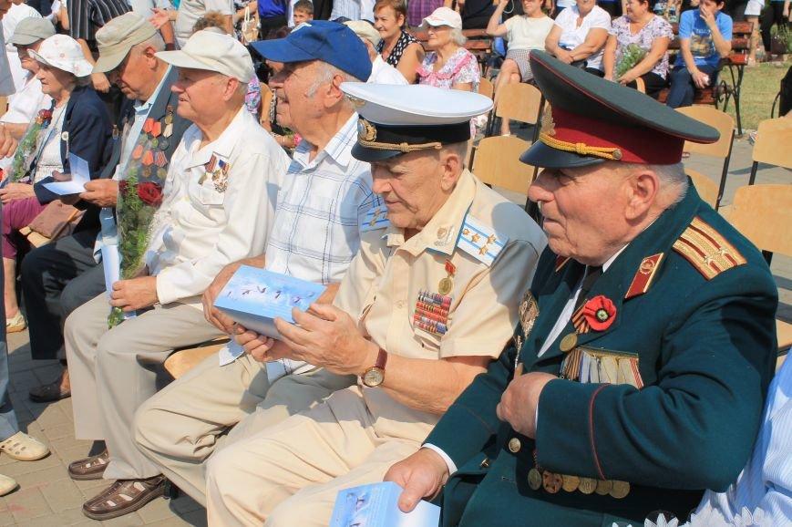 В Артемовске возложили цветы к памятнику Воину-освободителю  Донбасса, фото-1