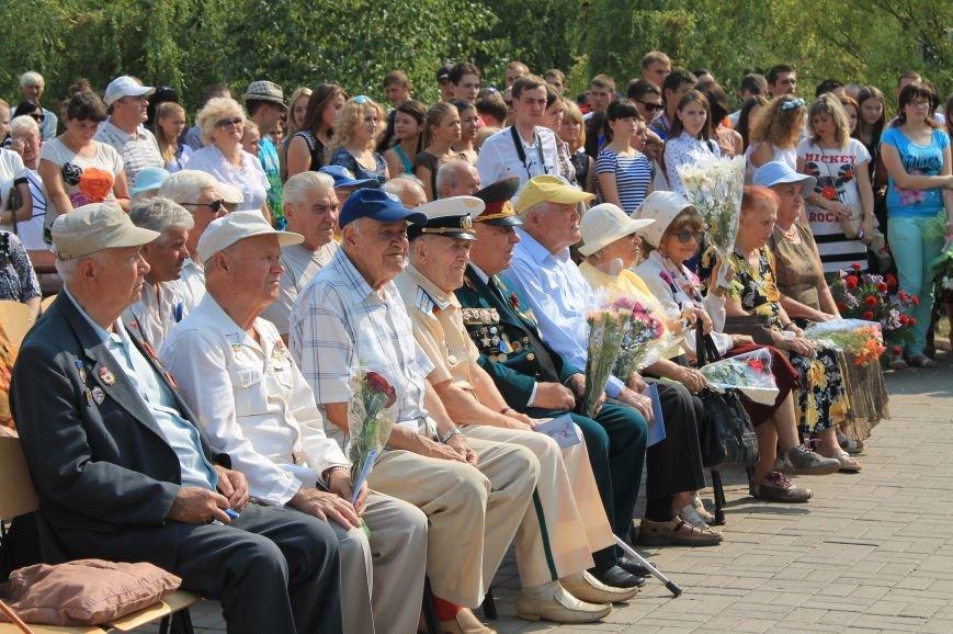 В Артемовске возложили цветы к памятнику Воину-освободителю  Донбасса, фото-2