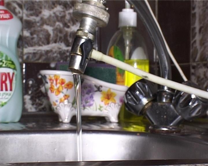 В Армавире жители одного из домов страдают из-за плохого напора воды (фото) - фото 1