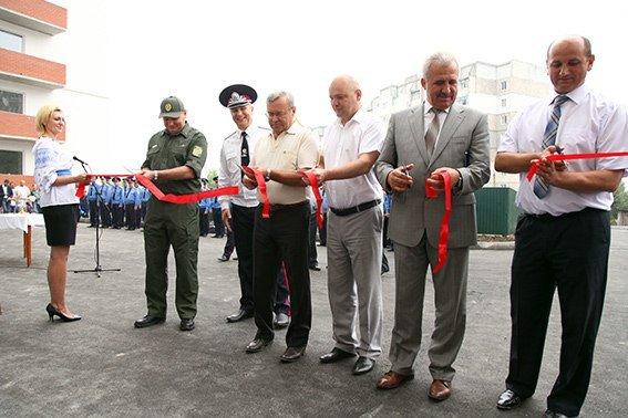 86 міліцейських родин Хмельниччини отримали власне житло в новобудові (Фото) (фото) - фото 3