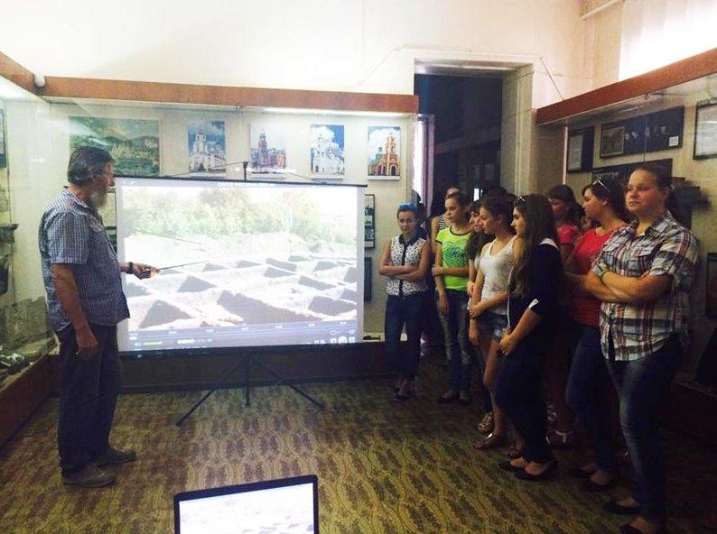Славянский краеведческий музей проводит тематические уроки ко Дню города (фото) - фото 1