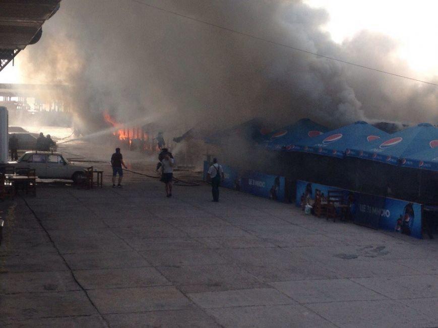В Запорожье на Набережной горит кафе «Кефир» (фото) - фото 3