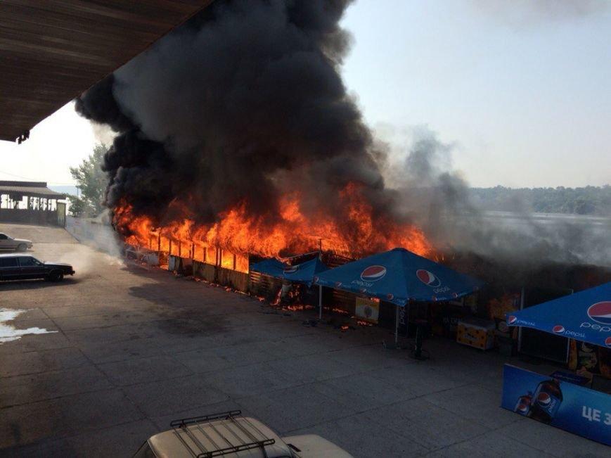 В Запорожье на Набережной горит кафе «Кефир» (фото) - фото 4