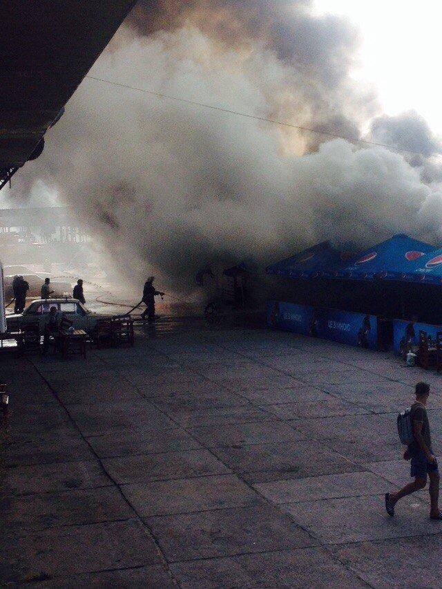 В Запорожье на Набережной горит кафе «Кефир» (фото) - фото 1