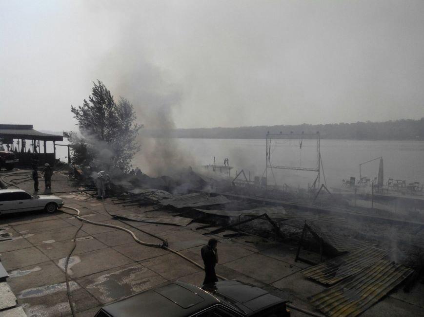 Запорожское кафе «Кефир» сгорело до тла, фото с места происшествия (фото) - фото 3