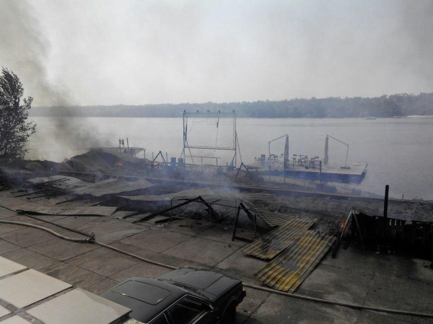 Запорожское кафе «Кефир» сгорело до тла, фото с места происшествия (фото) - фото 1