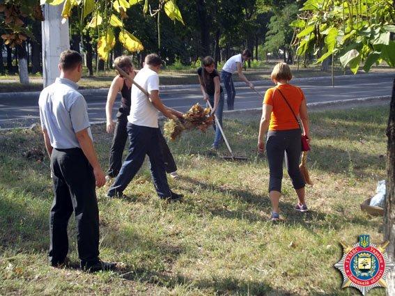 В Мариуполе милиционеры вышли на субботник (ФОТО) (фото) - фото 1