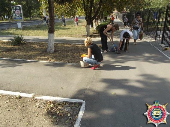 В Мариуполе милиционеры вышли на субботник (ФОТО) (фото) - фото 2