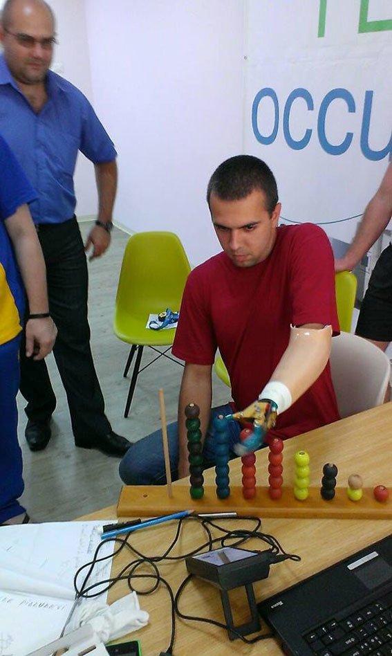 Глобинський дільничний, який втратив руку в АТО, повернувся в Україну після протезування (фото) - фото 3