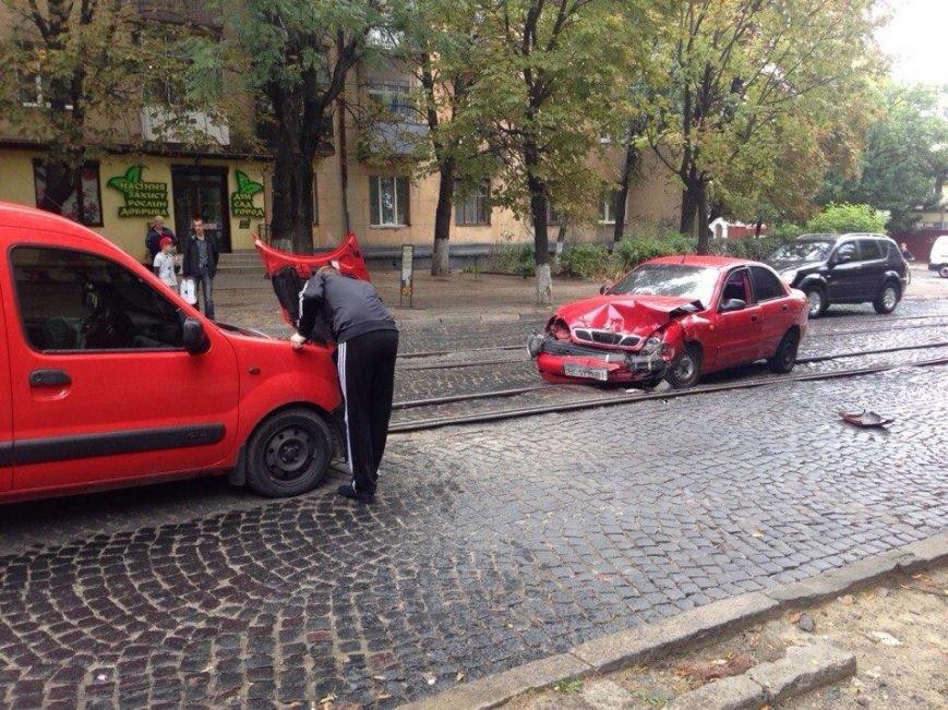 На вул. Шевченка аварія: трамваї № 7 не курсують (фото) - фото 1